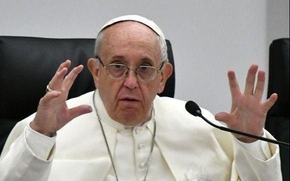 Guzmán se encomienda al Papa para que lo ayude con la deuda