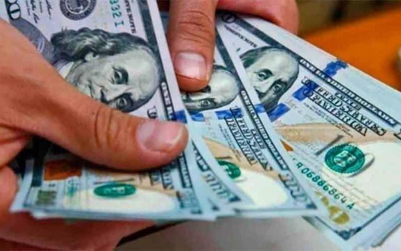 Se volvió a disparar el dólar blue en el arranque de semana