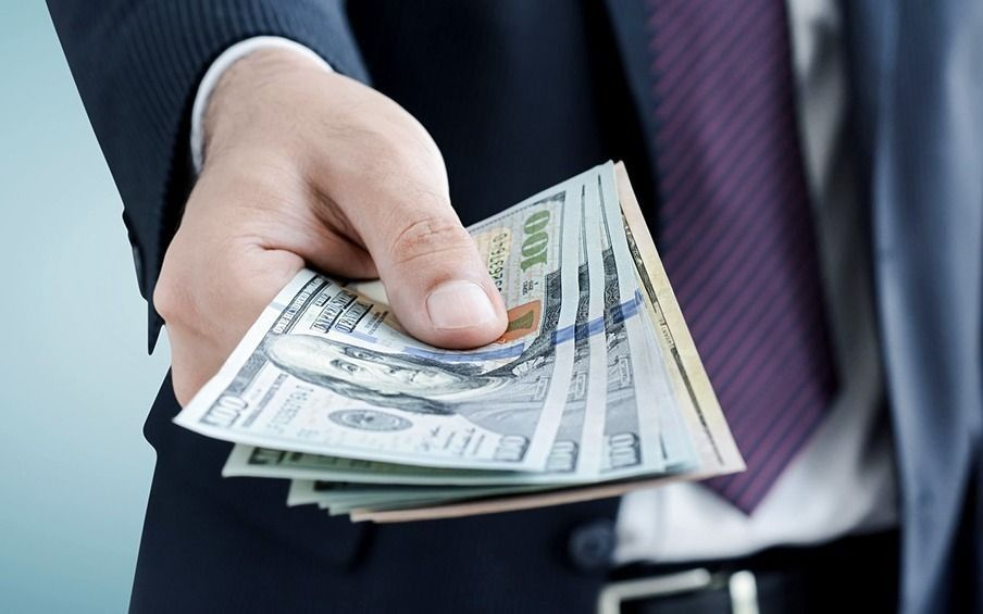 El dólar blue volvió a empezar la semana en alza, aunque no se disparó: sumó tres pesos