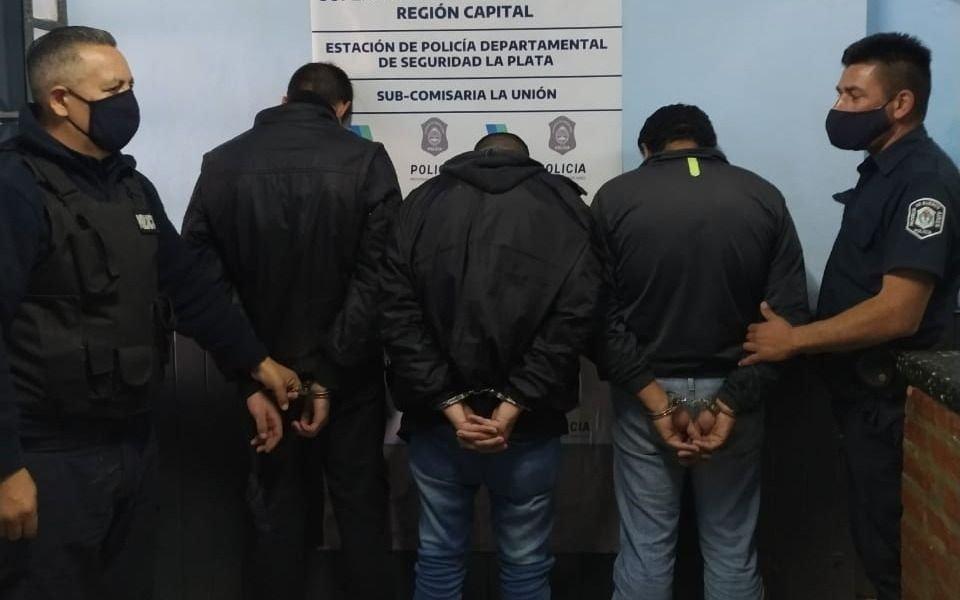 Encontraron uniformes policiales al desalojar una casa usurpada en San Carlos