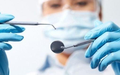 Odontólogos jubilados se movilizan por sus haberes